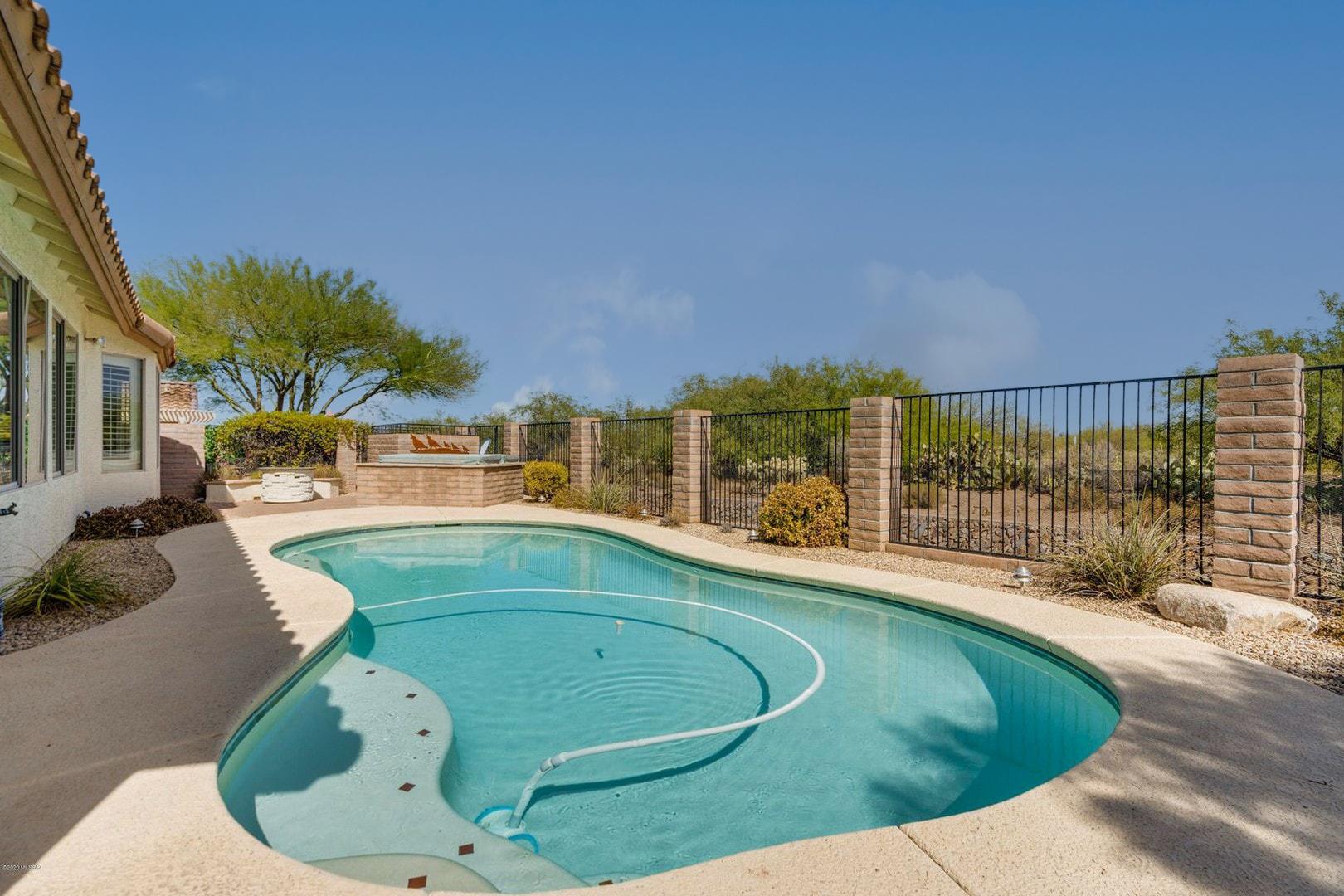 Pool - Spa - View